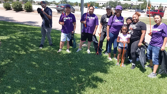 Metro by T-Mobile Employees Clean Up Railroad Easement